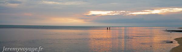 Coucher de soleil sur la plage de Poé
